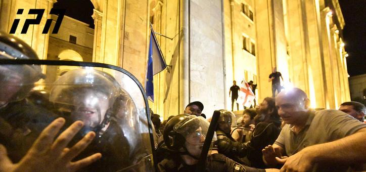 Tiflisdə etirazçılarla polis arasında qarşıdurma olub - FOTOLAR